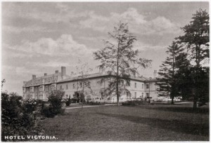 Photo 4 – The rear of the Victoria Hotel, after extension, taken from the extensive hotel grounds. The area is now woodlands. (Postcard from webmaster's collection).